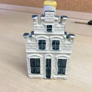 "KLM BOLS #76 BOTTLE HOUSE PAINTED BY VERMEER ""THE LITTLE STREET"", SEALED"