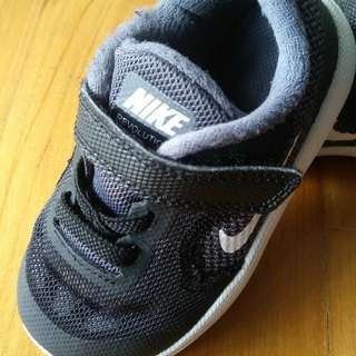 100% authentic toddler nike with strap (black)