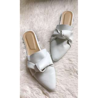 Half shoes mules pointed knot design white Item code: c2012
