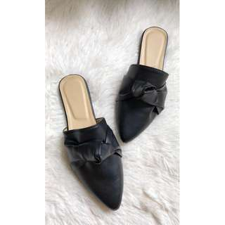 Half shoes mules pointed knot design black Item code: c2013
