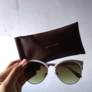 Sunglasses in Lindsay