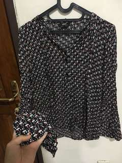blouse hitam corak