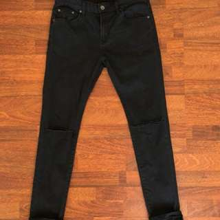 MENS ROGER DAVID BLACK KNEE RIP DENIM
