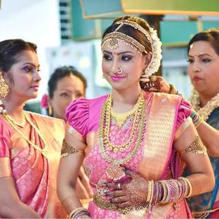 BOOK: INDIAN WEDDING PHOTOGRAPHY & VIDEOGRAPHY SERVICES 2018 / 2019