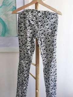 Uniqlo black and white floral cotton spandex leggings jeggings
