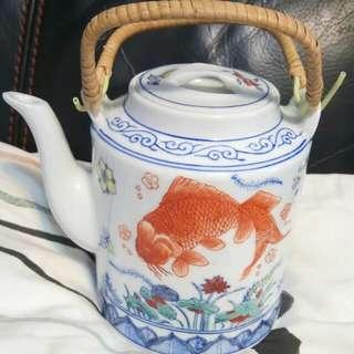 香港粤東磁廠手繪大茶壺連兩杯套件