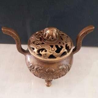 铜制香炉一个