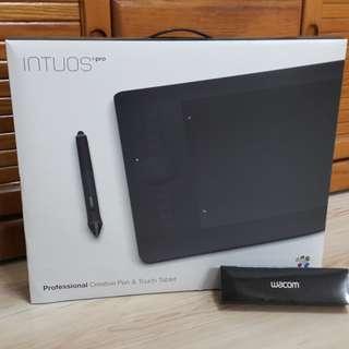 WACOM Intuos pro 專業繪圖板 (medium) 八成新 含無限配件組、專屬防塵套 贈高質感專用感壓筆筆盒