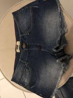 Bershka denim shorts 2 pcs size 27-28 new. Srp 890
