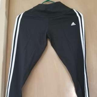 Adidas運動leggings
