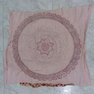 Machine embroidered decor cloth
