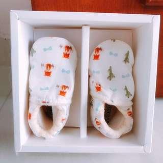 Classic prewalker shoe for babies-wolf print [brand new]