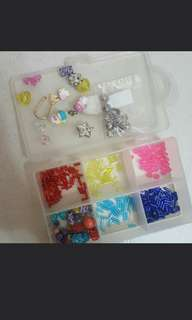 🚚 Box of assorted beads
