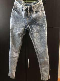 Forme Acid Wash type Jeans