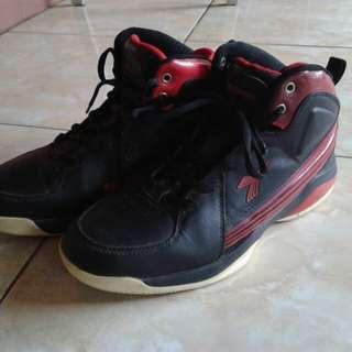 Sepatu Basket Diadora
