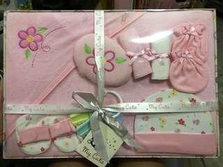 BNIB 8pcs Infant Gift Set