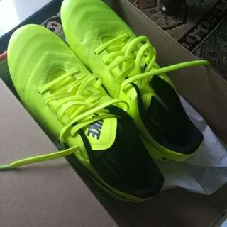 Kasut Futsal Nike Shoes (New)