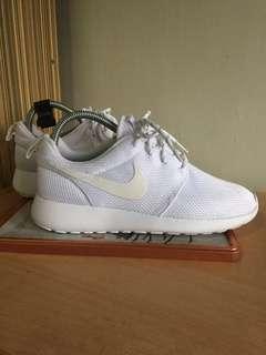 Nike Roshe Run Triple White