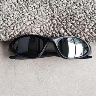 ⬇️ Oakley Sunglass