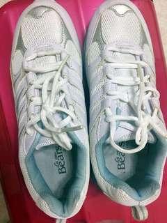 🚚 EE la new 鞋 私物轉售 台灣尺碼24.5 售價788 9.9成新