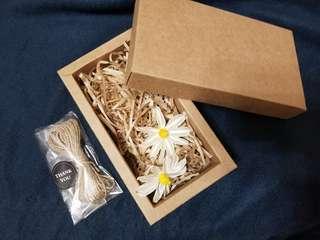 禮物盒連配飾  🌻 17.5*10*5cm 🌻 連圖中紙絲,麻繩,乾花