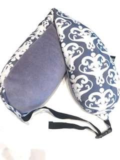 Long neck pillow / bolster