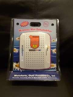 Wireless Mini Dehumidifier (1 no.), Reuseable Dehumidifying Bag (1 no.)
