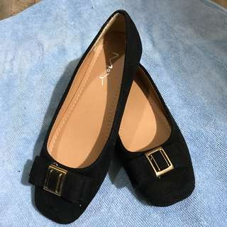 Women's flat shoes