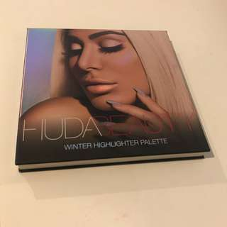 Huda Beauty Winter Highlighting Palette