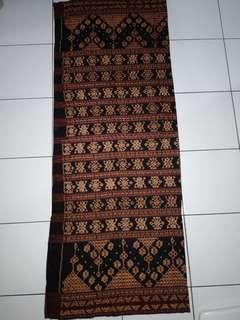 Kain tua tenun ikat asli Maumere
