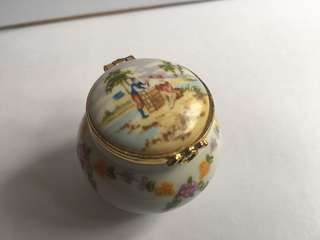 Hand finished porcelain trinket