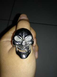 Cincin skull blood