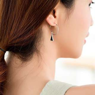 Buy 3 get 1 free 💋 black and white triangle Earrings S925 sliver anti-allergy  💋純銀幾何黑白三角系列耳環 防敏感