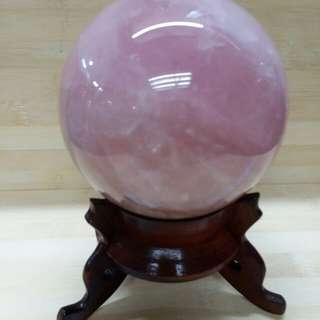 95mm粉晶 圓球 連木座, 重約1.3 kg