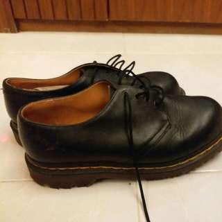 Dr. Martin black shoes (size 9)