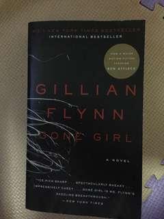 Novel karya Gillian Flynn, judul Gone Girl (bhs inggris)