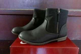 S&H Black Boots