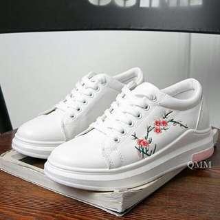 Sepatu Putih Bunga Bordir - Sepatu Kets Hitam Bunga - Sneakers Putih Karakter - Slipon Wanita Lucu - Sepatu Senam - Sepatu Olahraga Gaya Lucu