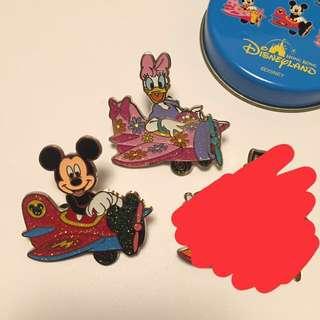 迪士尼襟章徽章 罐pin 米奇老鼠 黛絲鴨 daisy duck 香港迪士尼