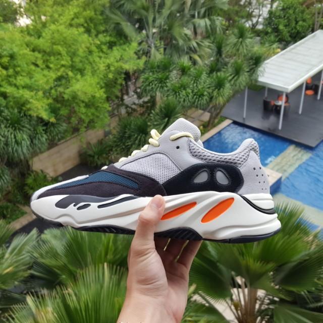 Adidas yeezy moto d'acqua, 700, moda maschile, le calzature per carousell