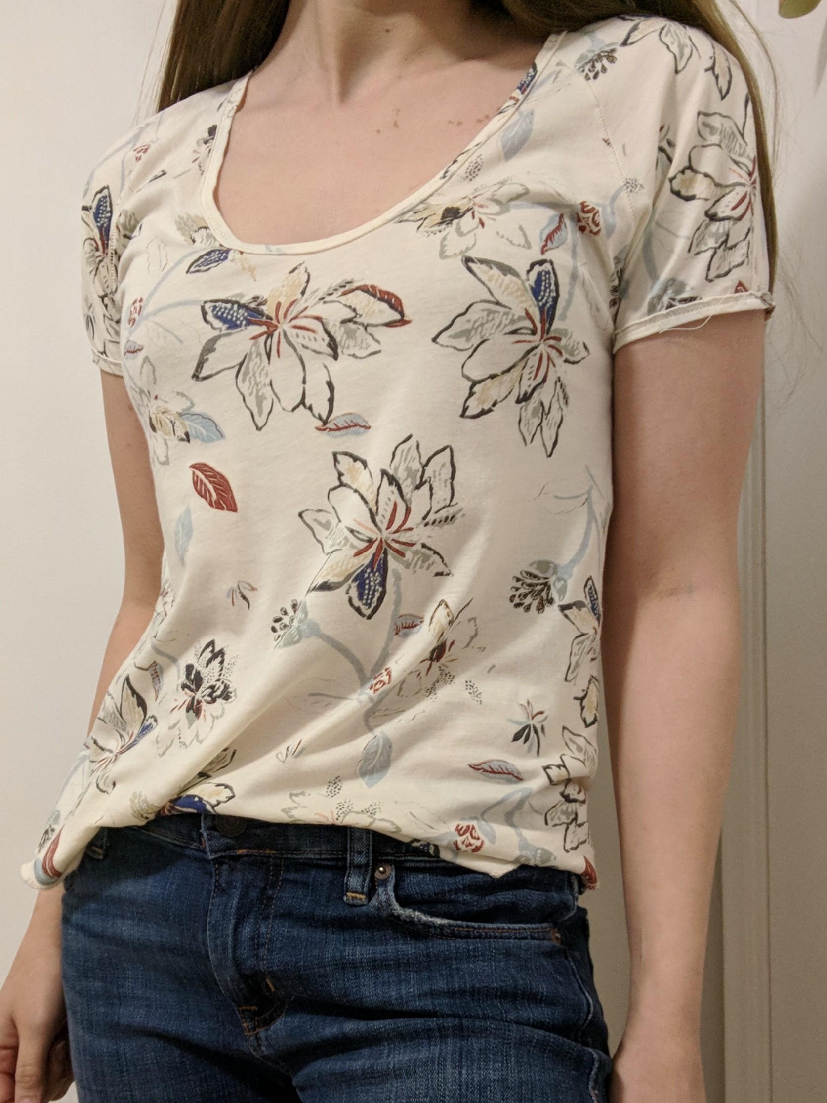 Aritzia Wilfred flower tshirt XS