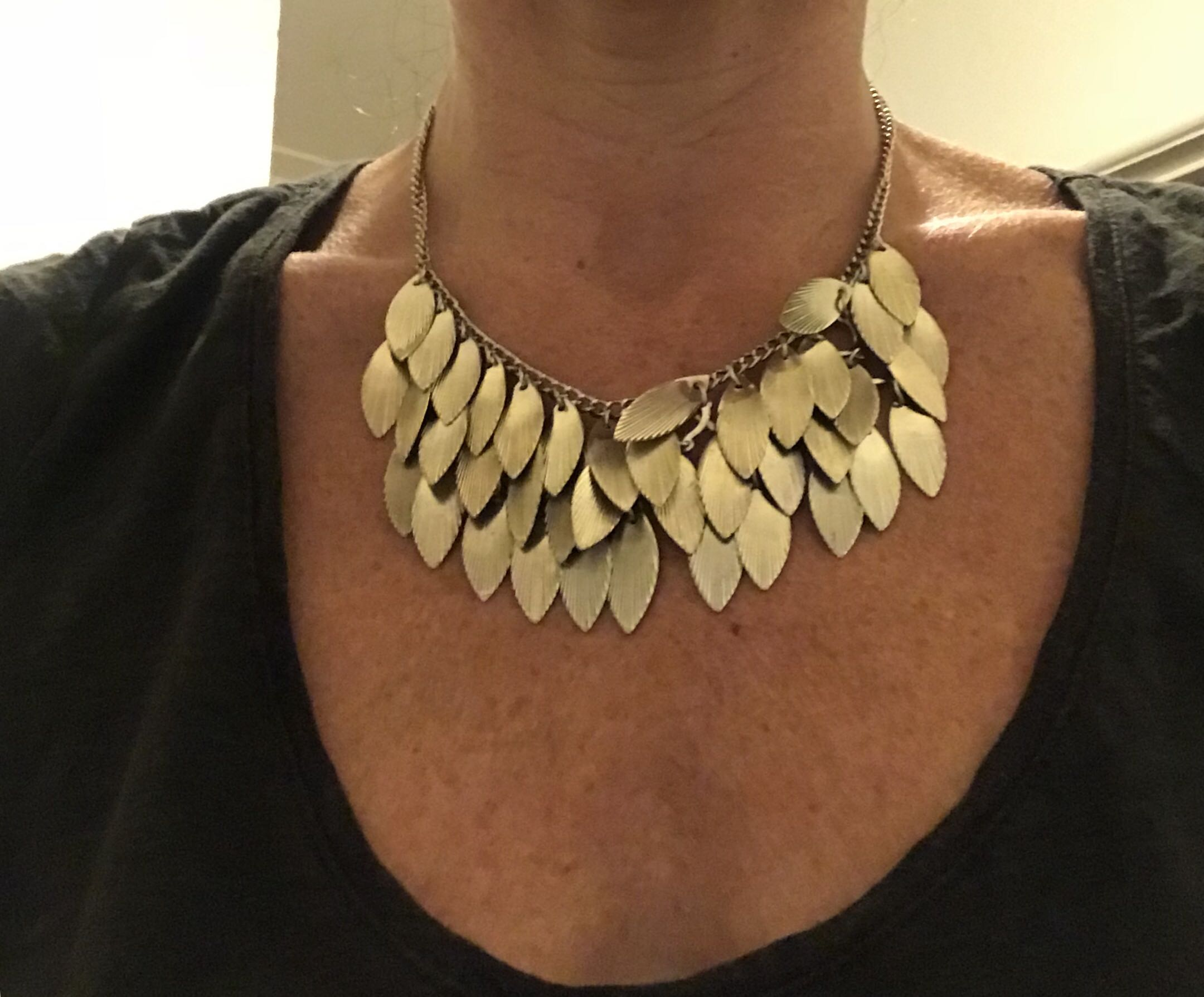 Fashion silver necklace with leaves
