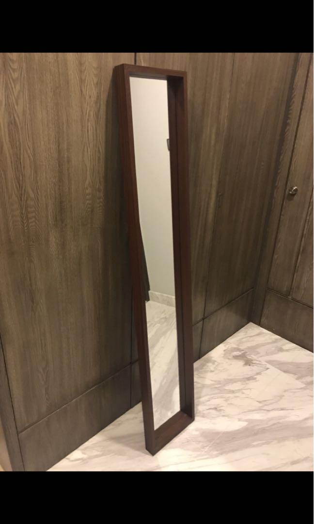 Floorstand mirror