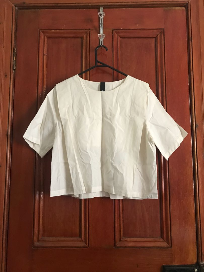 Kowtow white top