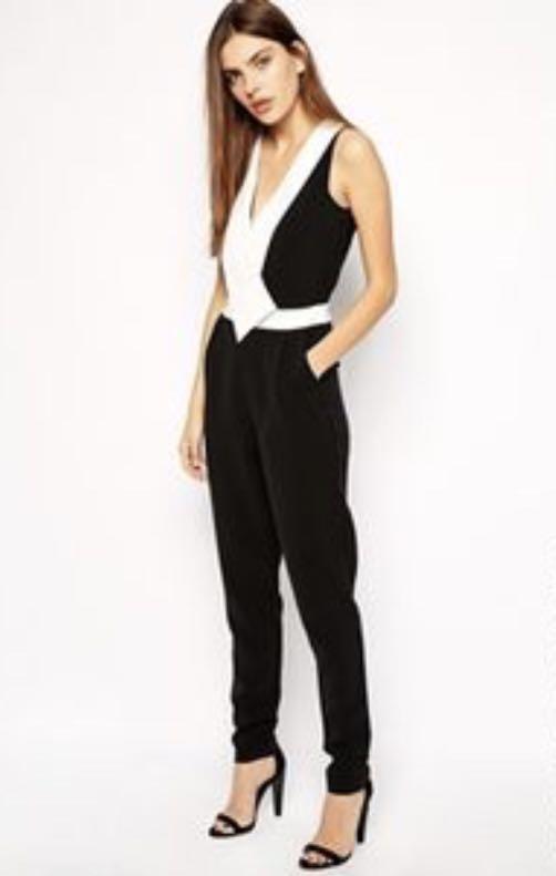 b934bedf3211 Paper Dolls Plunge Neckline Jumpsuit - Black   cream   UK 10 ...