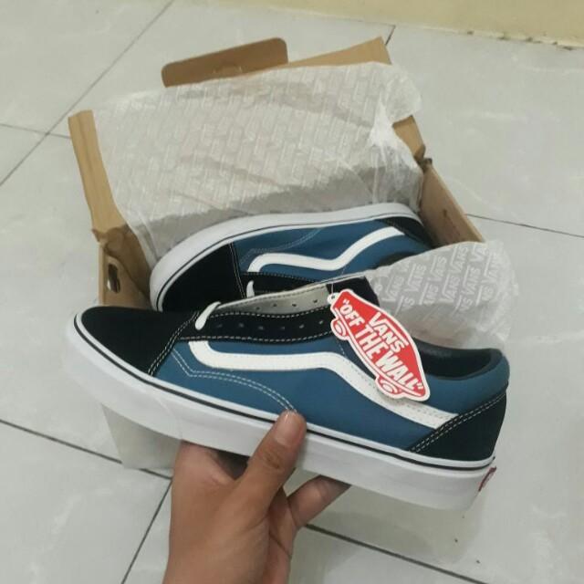 87b84826f6e08e Sepatu Vans Old Skool Navy (100% original) Size 10us Bnib