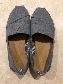 Toms Shoes Size 43 Grey Very Good Condition