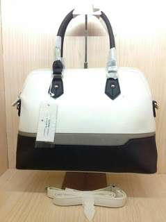 New ladies bag Good quality 3color still available Pm too order P850