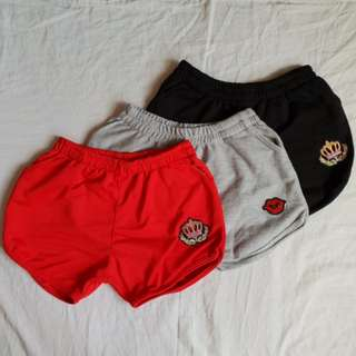 Shorts with patch