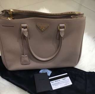 Prada saffiano 30 double zipper 2011 in cameo with cards, dustbag and long strap